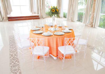 Mesa y sillas 3