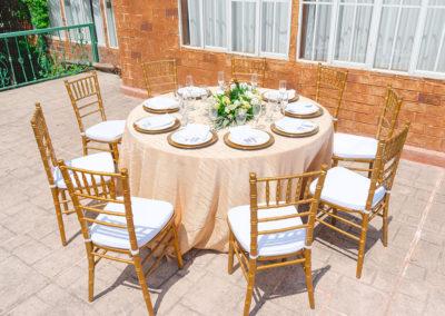 Mesa y sillas exterior 3